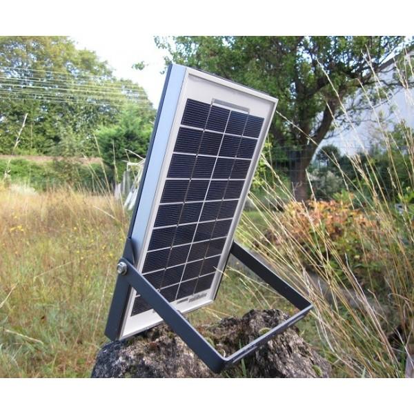 Eclairage solaire pour camping abri bus parc eclairage - Eclairage solaire interieur ...
