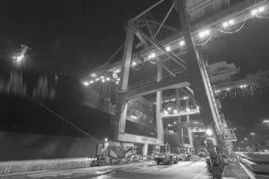 éclairage LED grue pour déchargement container port maritime